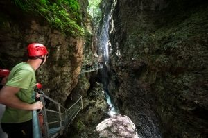 Il canyon è il cuore del Parco Fluviale Novella. Attraversarlo significa immergersi nel cuore della roccia millenaria e fare un salto in ere geologiche lontane.